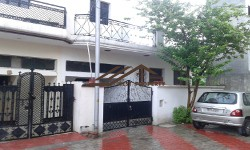 100 Gaj Independent House @ 35 lac In AKS colony 2 Patiala Road Zirakpur-call -9888775612,9888777712